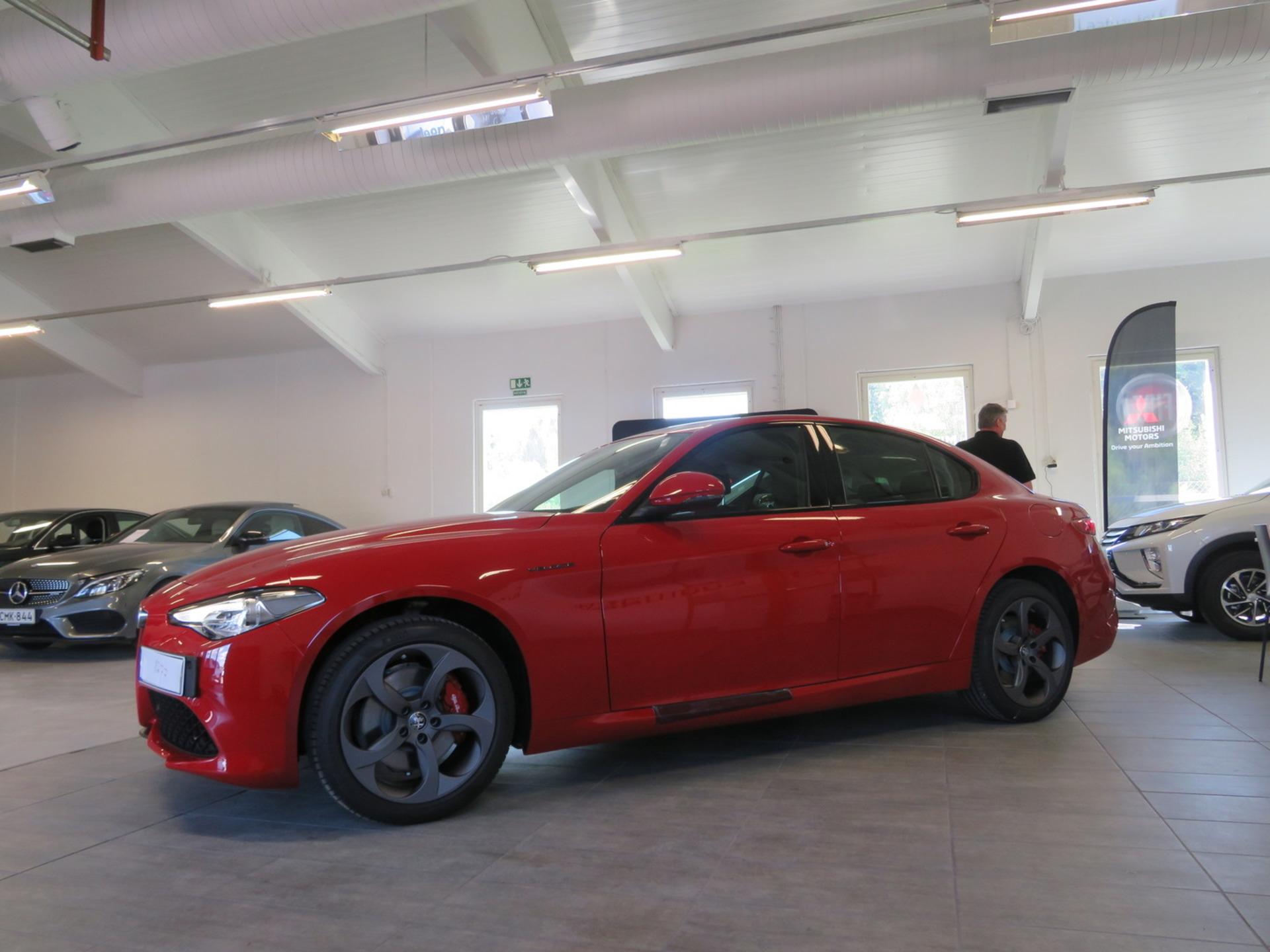 ALFA ROMEO GIULIA 2, 0 Bensiini 280hp AWD 8AT Veloce_ - Uusi ajamaton auto nopeaan toimitukseen! Kysy tarjous! Edullinen rahoitus!