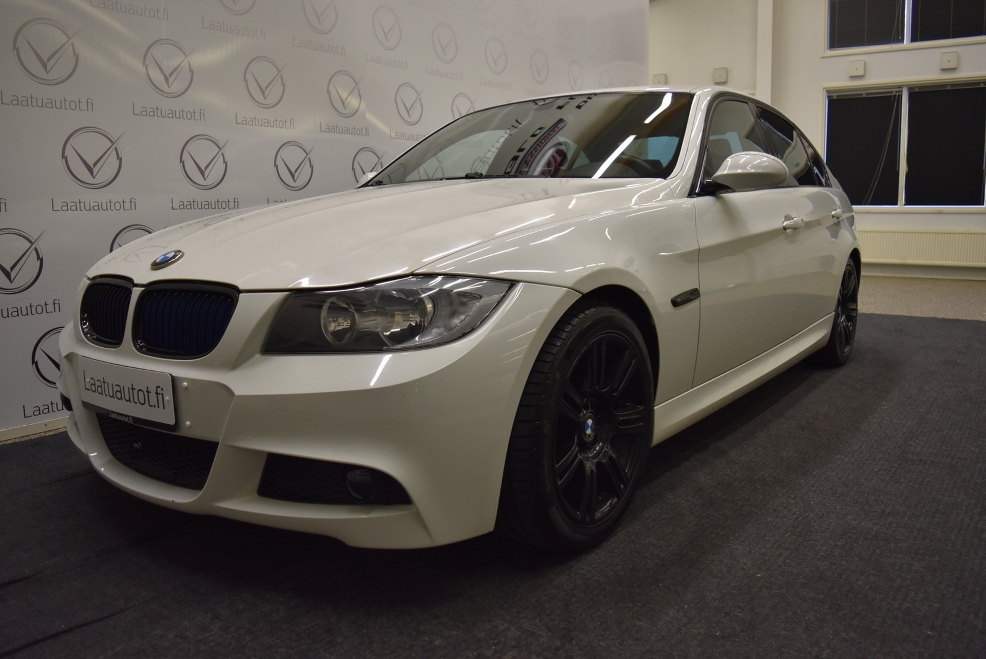 BMW 318 E90 Sedan - M-Sport! Jopa ilman käsirahaa! Rahoitustarjous: 1, 89% +kulut!
