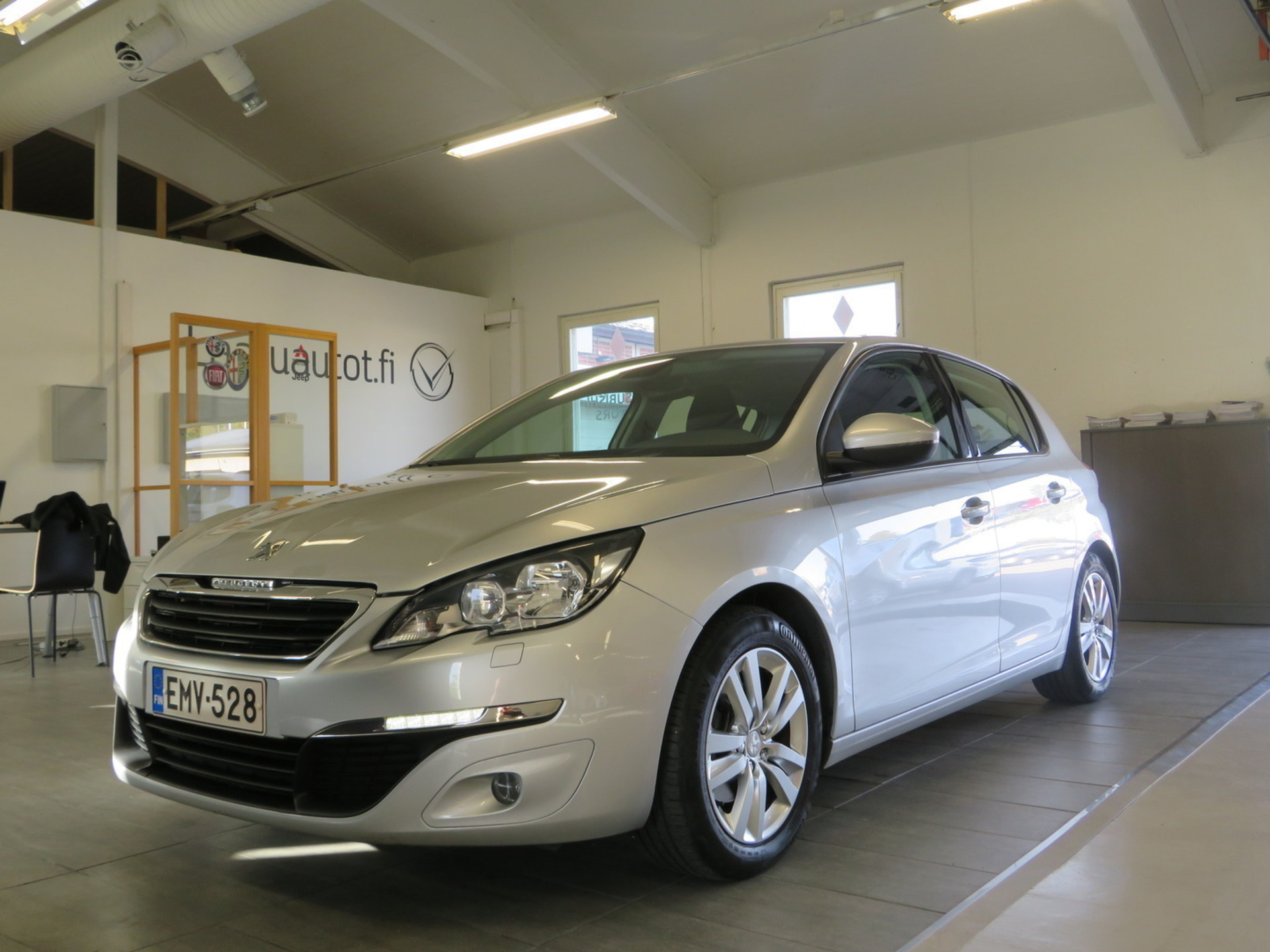 PEUGEOT 308 Active THP 125 - ,  Korko 1, 89%,  rahoitus jopa ilman käsirahaa! 1-omisteinen Suomi-auto merkkiliikkeen huoltohistorialla!