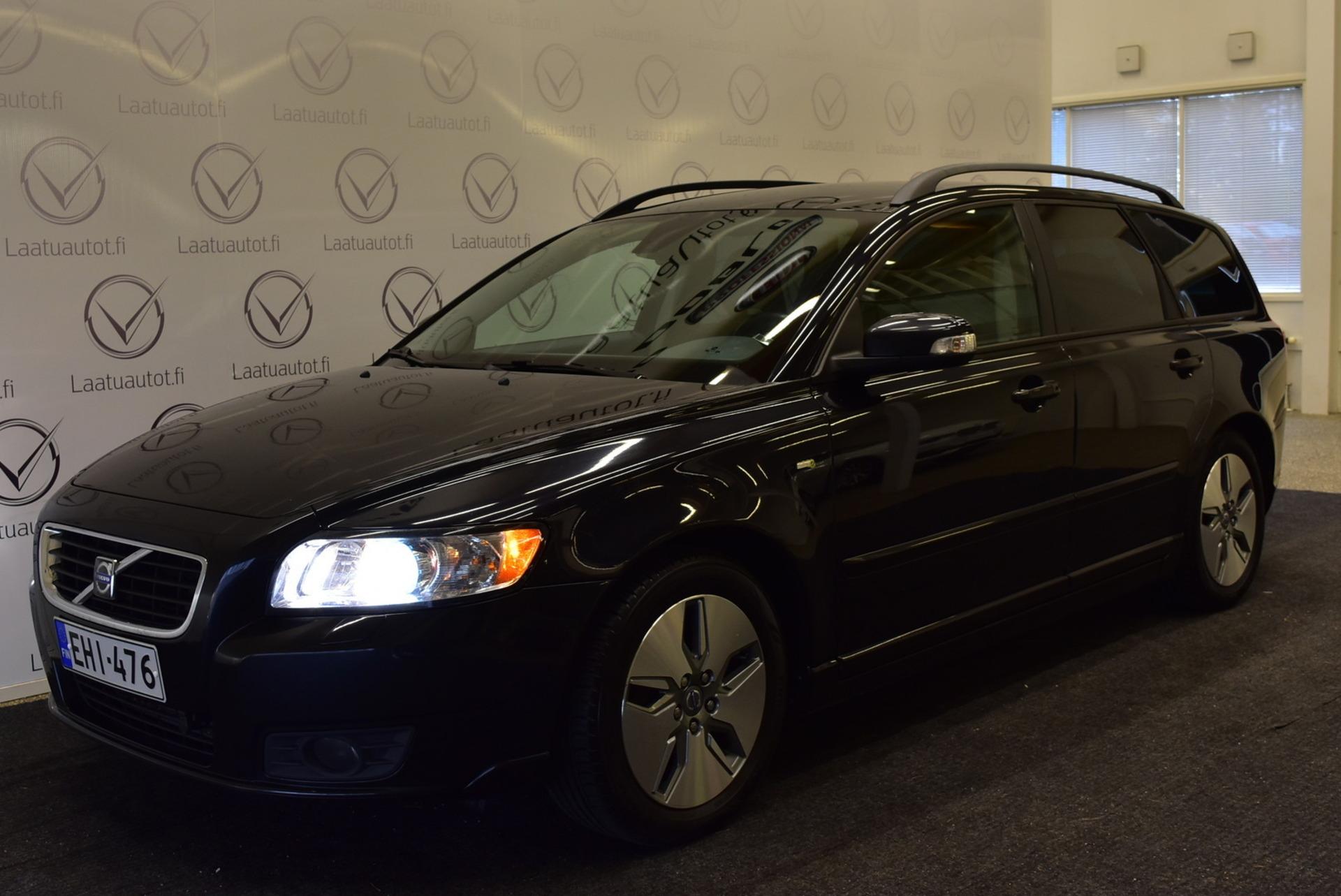 VOLVO V50 1, 6D DRIVe Momentum man - Korko 1, 89%,  Rahoitus jopa ilman käsirahaa! Xenon,  AutoAC,  Cruise,  Jakohihna juuri vaihdettu