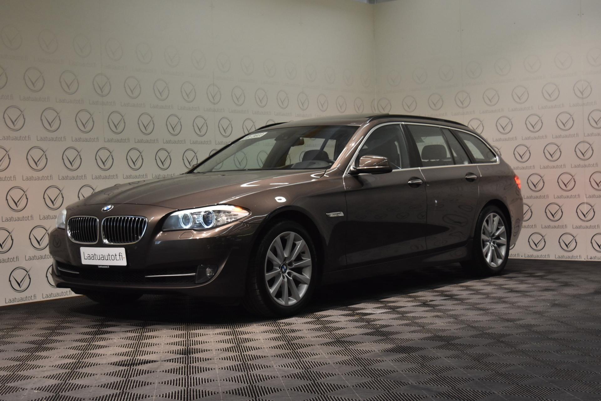 BMW 535 A F11 Touring - Rahoitus 1.89% jopa ilman käsirahaa! HeadUp,  Nahat Sähköllä,  Panorama,  Xenon,  ProNavi,  PDC yms yms