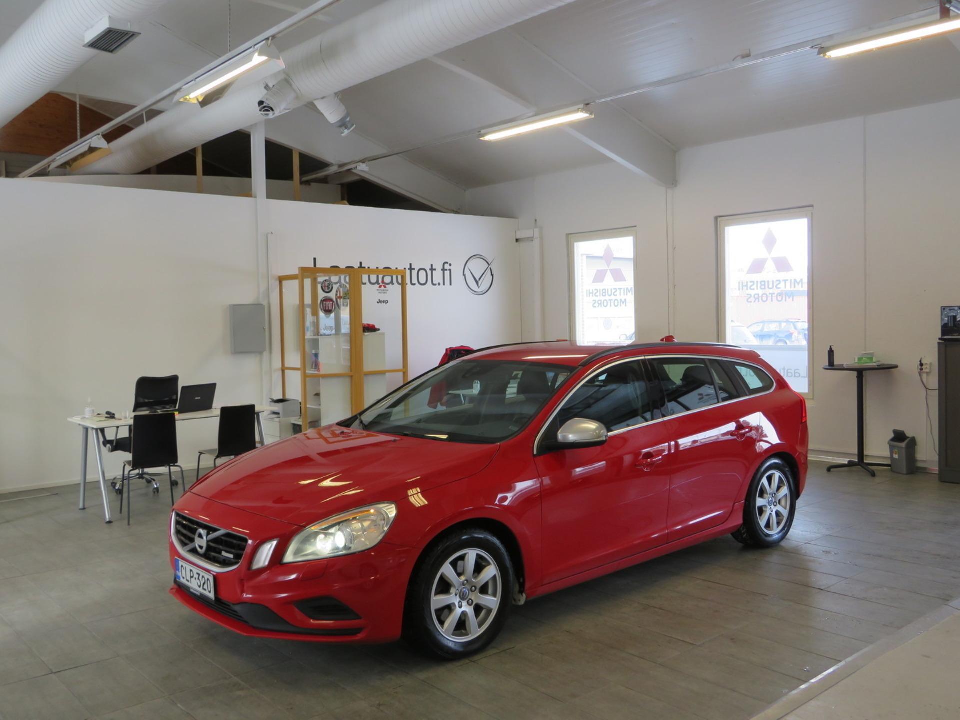 VOLVO V60 D4 R-Design aut - ,  Korko 1, 89%,  rahoitus jopa ilman käsirahaa! Lisälämmitin,  Xenon,  Nahkasisusta,  Vetokoukku!