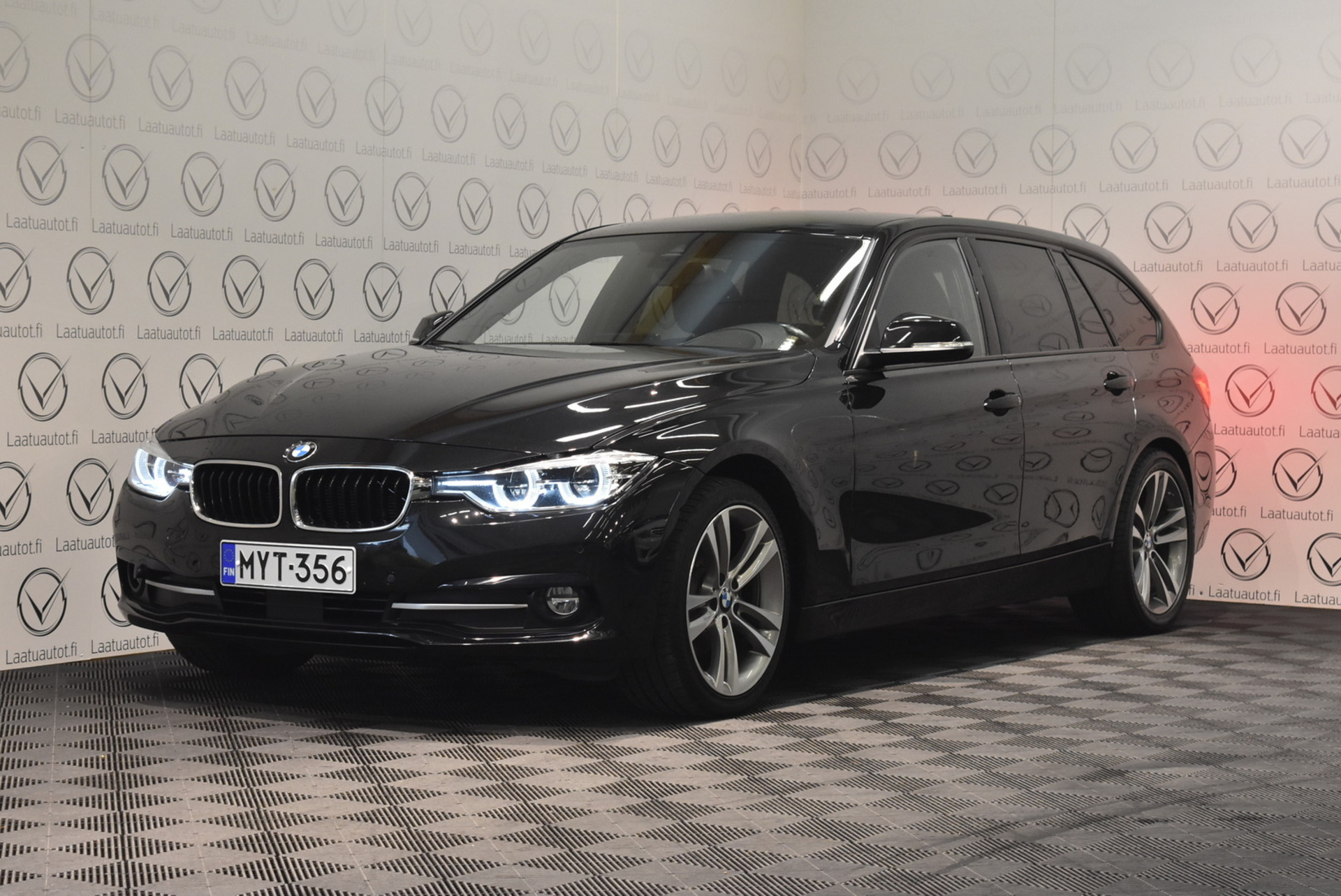 BMW 320 F31 Touring 320d A xDrive Edition Sport - Korko: 1, 89%,  Jopa ilman käsirahaa! HUD,  Sport-nahat,  Adap.Cruise,  H/K,  Prof.Navi,  Keyless,  Ajoavustimet!